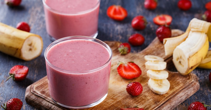 Strawberry Banana Smoothie Recipe, sweetened with honey. Click through to get this delicious, dairy free coconut milk smoothie recipe!